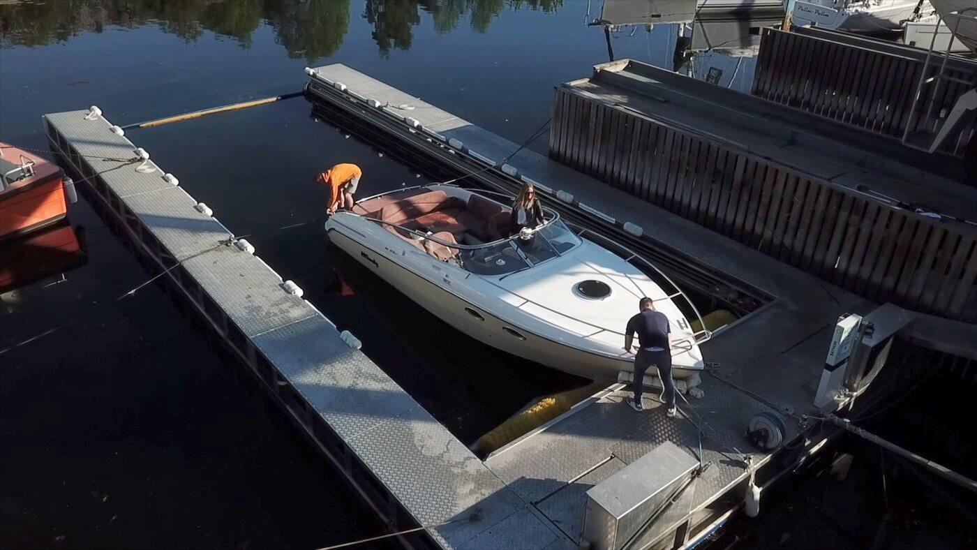 Slik fungerer båtvask på Vollen Marina